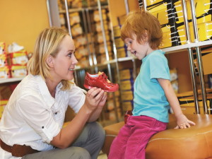 Факторы, на которые нужно обратить внимание, выбирая обувь для детей