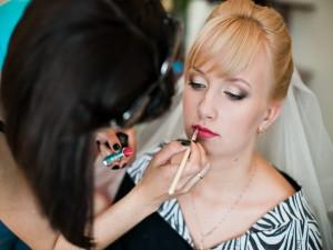Где сделать макияж и прическу невесты?