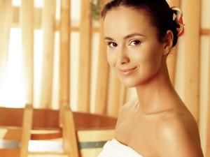 Ежедневно принимая ванну или душ, вы будете смывать пот с кожи до того, как он начнет разлагаться, таким образом вы сохраните свежесть тела