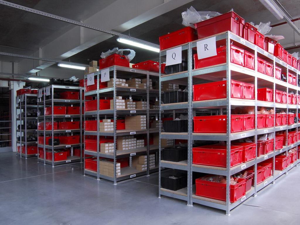 Классификация и разновидности металлических стеллажей