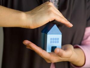 Зачем страховать квартиру?