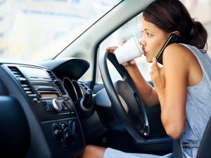 Что можно делать за рулём автомобиля, а что нельзя