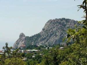Гора Кошка в Крыму: почему туристы любят делать фото у ее подножья?