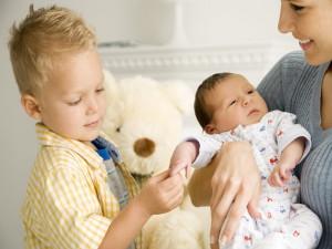 Как подготовить ребенка к рождению новорожденного?