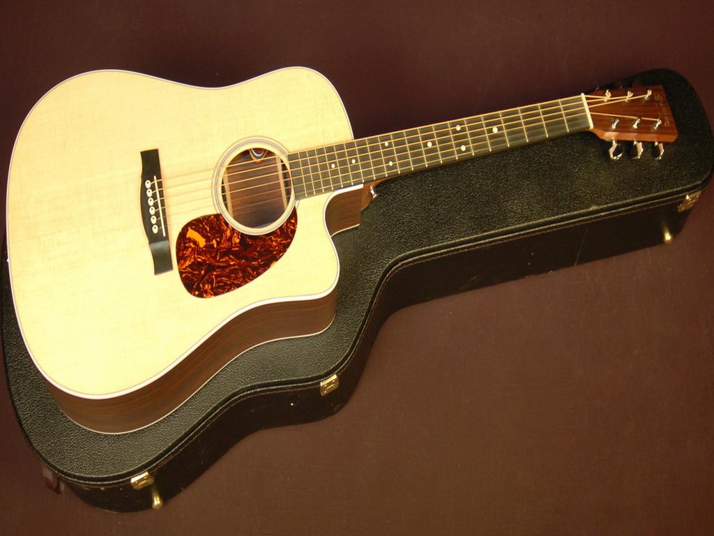 Как выбрать электроакустическую гитару