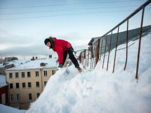 Очистка крыши от снега: что нужно о ней знать?