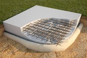 Строительство плитного фундамента под дачный дом