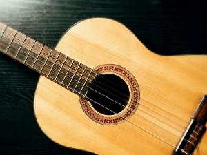 Выбрать струны для акустической гитары