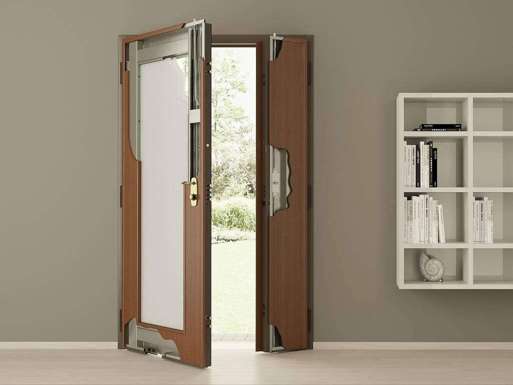 Поставить деревянную дверь