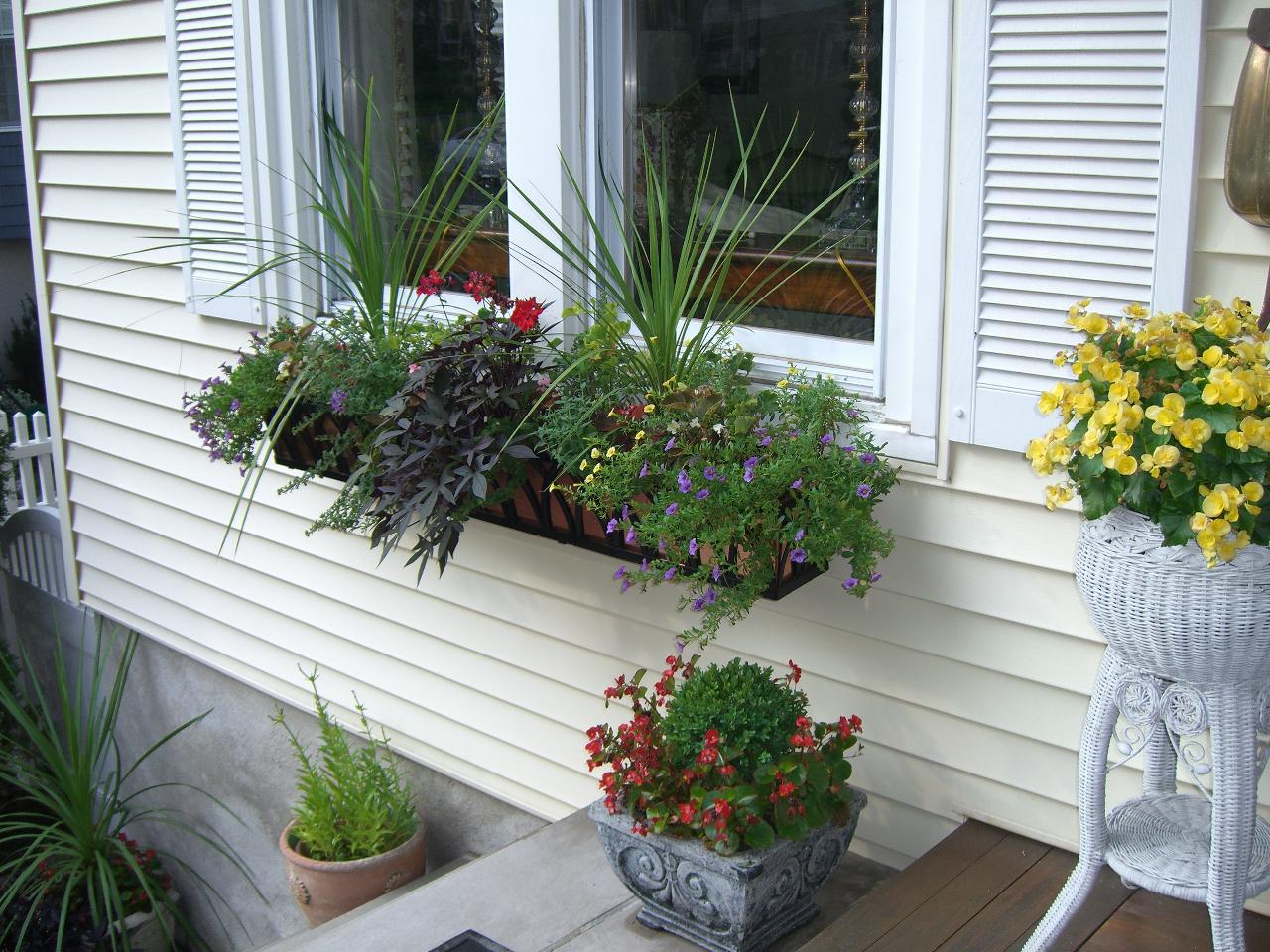 Балконные ящики для цветов своими руками.