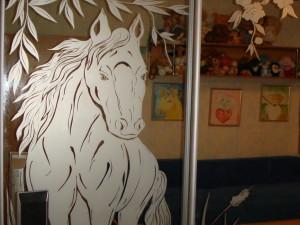 Нанесение рисунков на стекло