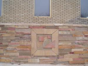 Натуральный камень в облицовке фасада зданий