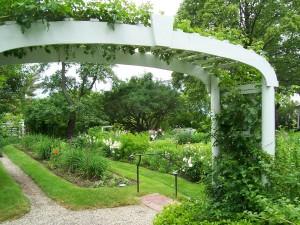 Строим садовую арку своими руками