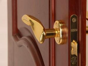 Устанавливаем межкомнатные входные двери