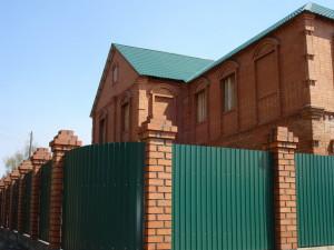 Забор из профилированного металлического листа