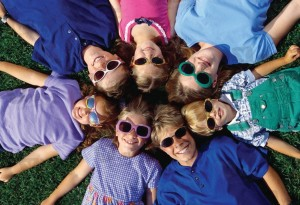 Детские солнцезащитные очки – да или нет?