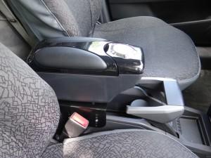 Нужен ли подлокотник в машину