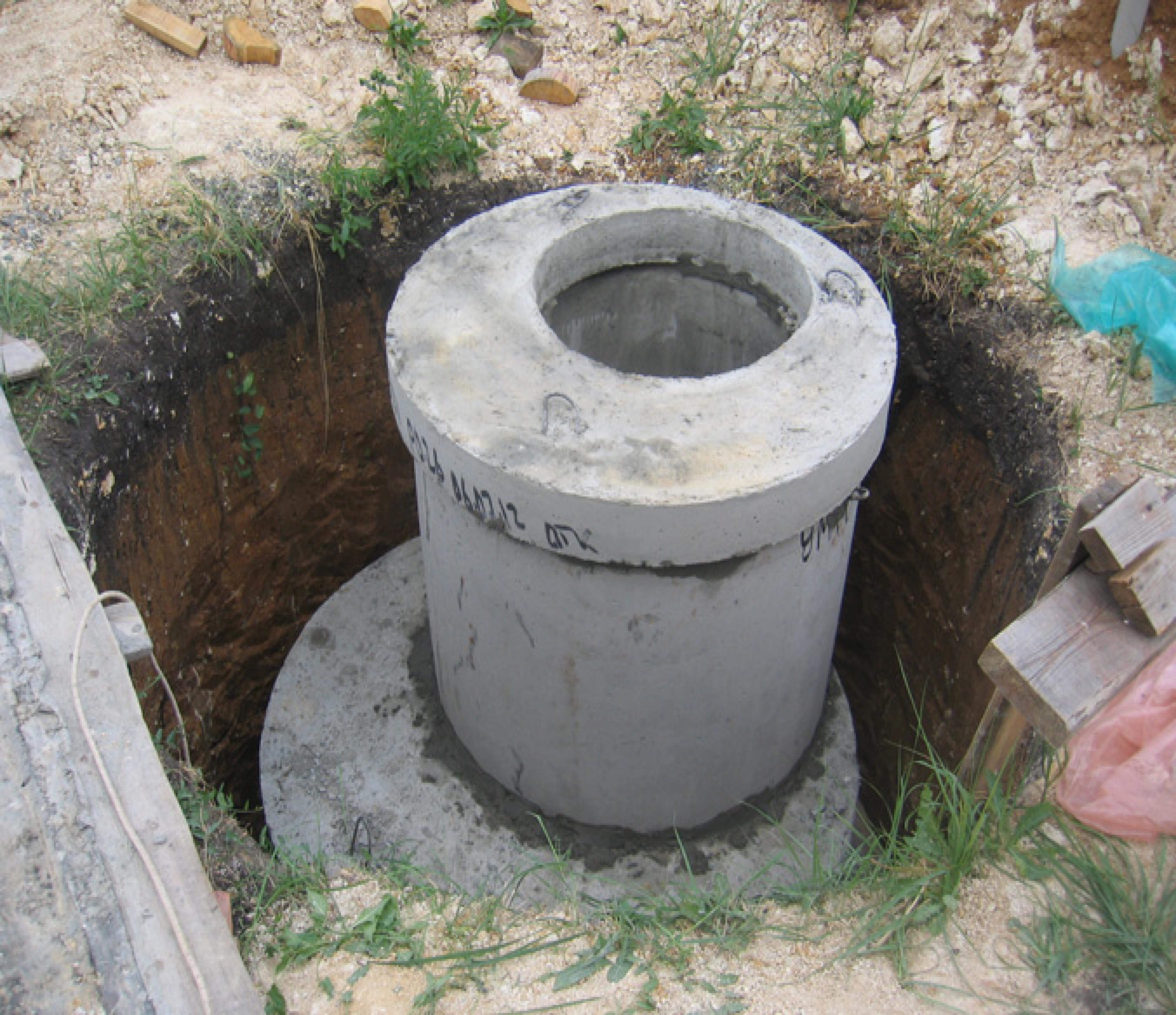 Как сделать крышку на кольцо канализации своими руками