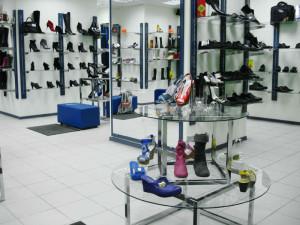 Торговое оборудование для современного обувного магазина