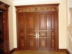 Двери из натурального дерева — богато, стильно, надежно!