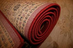 Очень важно правильно следить и ухаживать за ковром