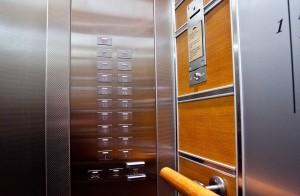 Что делать, если вы застряли в лифте?