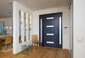 Входные двери эконом-сегмента – безопасность по доступной цене